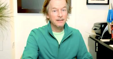 Bachelor in Paradise: David Spade Not Happy About Living Conditions in Paradise